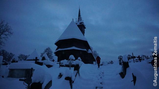 Medinė Maramurešo bažnyčia aukštu bokštu