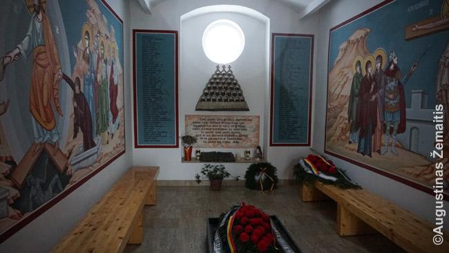 Timišoaros, kur prasidėjo Rumunijos revoliucija, Revoliucijos muziejus - viena gausybės vietų revoliucijai atminti. Kai Rumunijos žmonėms išėjus į gatves Čeušesku pasekėjai ėmė juos šaudyti, žuvo per 1000, todėl Rumunijos revoliucija atmenama labiau, nei panašūs perversmai kitur Rytų Europoje