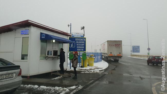 Rumunijos kelių vinječių pardavimo punktas iš karto anapus Bulgarijos-Rumunijos sienos