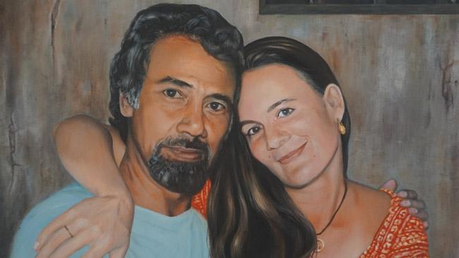 Rytų Timoro rezistencijos lyderis Šanana Gusmanas su savo žmona australe: ji buvo Rytų Timoro laisvės aktyvistė ir, apgavusi indoneziečius sargus, Gusmaną sugebėjo aplankyti kalėjime. Vos Gusmanas paleistas, jie susituokė.