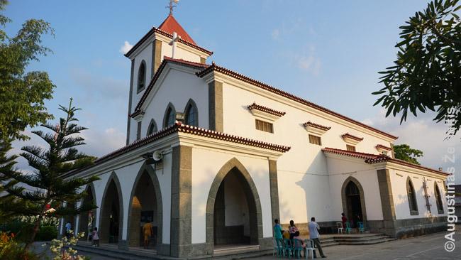 Dar portugalų statyta Motaelio bažnyčia Dilyje