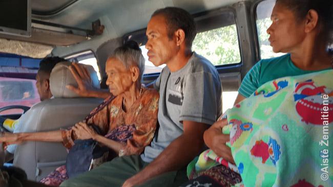 Rytų timoriečiai. Priešingai stereotipams, jie nėra geltonodžiai - jei nežinotum, kad esi Azijoje, labiau jaustumeis kaip kokioje Ramiojo Vandenyno saloje. Tokie ir žmonės, ir bendrai atmosfera - žemaaukštė švelniai chaotiška sostinė, šimtmečius nepasikeitę kaimai