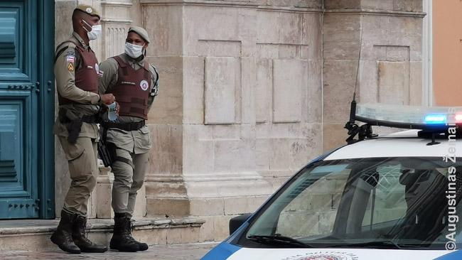 Karo policijas stebi centrinę Terreiro do Jesus aikštę