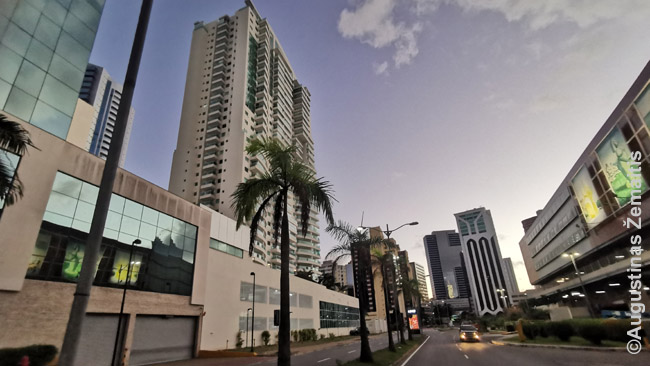 Salvador Shopping supančiame verslo rajone.