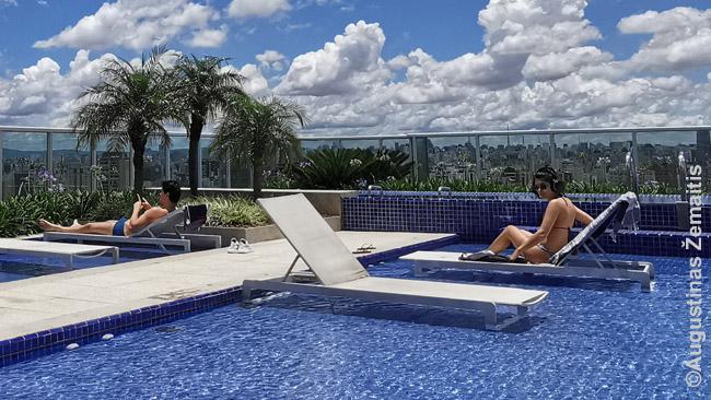 Tai - ne koks 5* viešbutis, o baseinas ant daugiabučio stogo. Juo gali naudotis visi gyventojai ir jų svečiai.