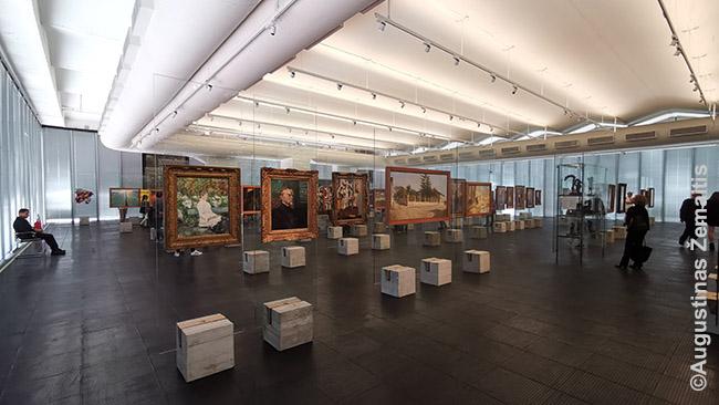 San Paulo meno muziejus statytas su architektūriniu polėkiu: paveikslai (įskaitant puikiausių Europos meistrų) čia kabo ne ant sienų, o stovuose.