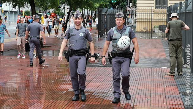 Pareigūnai patruliuoja po San Paulo centrą