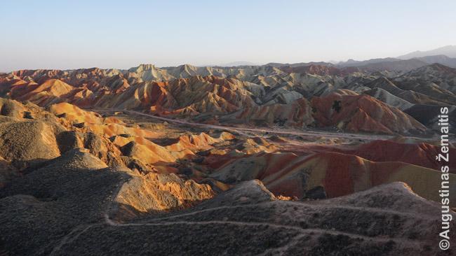 Džangje geoparkas prie Kinijos šilko kelio garsėjantis dryžuotais kalnais