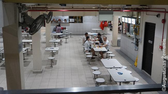 Singapūro gatvės maisto turgūs labai garsūs - Singapūras juos net nori įrašyti į UNESCO pasaulio paveldo sąrašą. Dažnai ten pigu ir skanu. Ir, palyginus su aplinkinėmis Pietryčių Azijos šalimis, higieniška