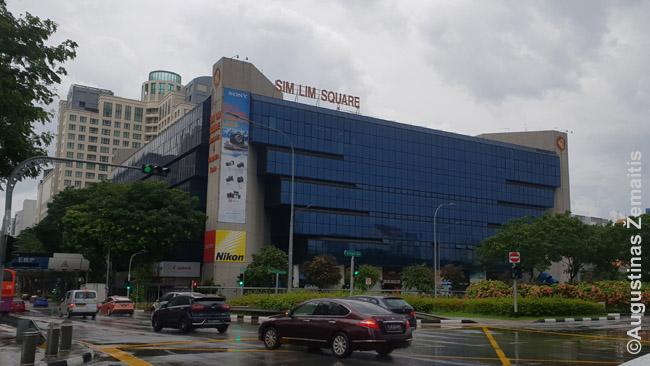 Sim Lim Square daugiaaukštis prekybos centras - viena ~2005 m.  Singapūro pažibų. Jis tebeveikia, bet siųsti turistą ten apsipirkti šiandien atrodytų kvaila: eilinis prekybos centras, kad ir didelis. Singapūras turi daug daugiau.