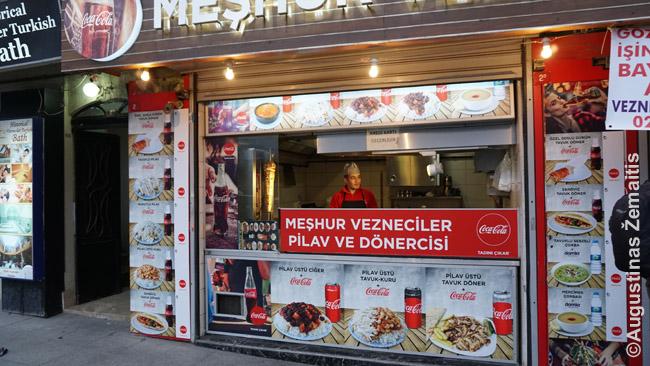 Viena daugelio Stambulo kebabinių, kur kebabai ir kokybiškesni (juk nacionalinis maistas), ir pigesni nei Lietuvoje (kritęs liros kursas)