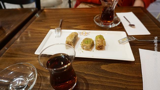 Tradiciniai turkiški saldumynai, kurių parduotuvių Stambule pilna