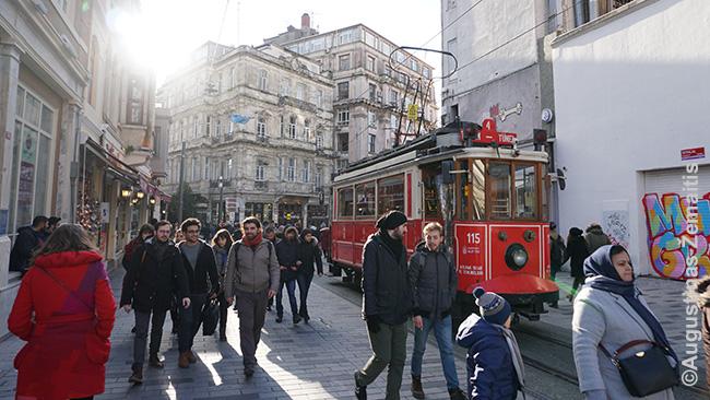 Istorinis tramvajus, kursuojantis (labiau turistams) pagrindine Istiklal gatve
