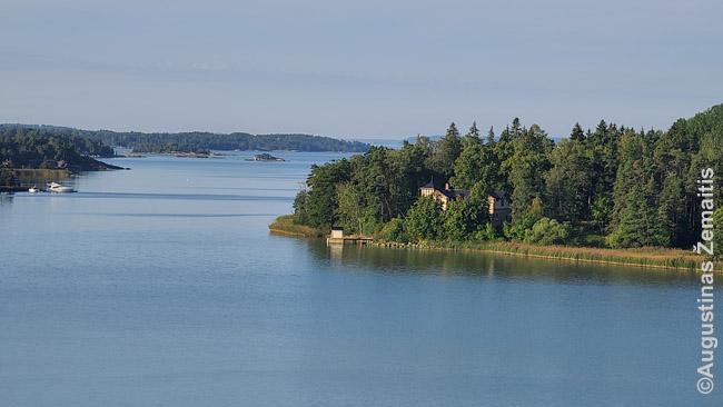 Suomijos salos su daugybėje jų stūksančiais vasarnamiais