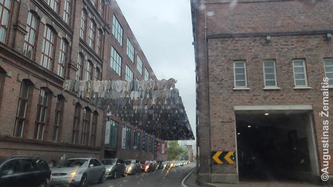 Tekstilės fabrikai Tamperėje su simboliškai iškabintais drabužiais