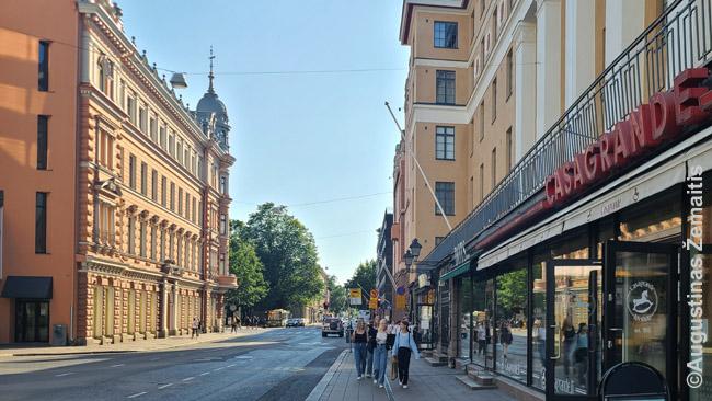 Turku centre, pasistengus nufotografuoti gatvės fragmentą, kad nepapultų nykūs naujesni pastatai. Rasti tokių nelengva