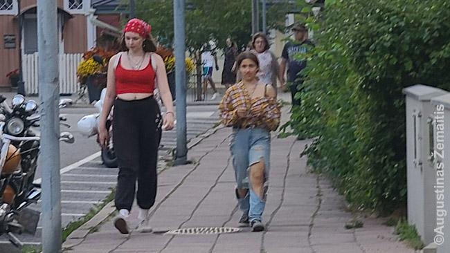 Suomijos jaunimas mėgsta stipriai 'neformalią' aprangą, tatuiruotes ir pan.