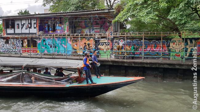 Maršrutinis laivas Bankoko kanale. Tai nuo kanalų ir prasidėjo bankokas - tik vėliau, dalį užpylus, atrsirado gatvės