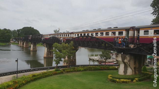 Tiltas per Kvajaus upę, išgarsintas to paties pavadinimo filmo. Šis geležinkelis pravardžiuotas mirties geležinkeliu, nes Antrojo pasaulinio karo metais jį statė vakariečių belaisviai.
