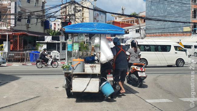 Motociklas-kavinė Tailando kurorte. Važiuodamas į darbo vietą, pardavėjas vis pamaišo ties sankryžomis ką verda, paskui pardavinės. Daugiausiai patiems tajams - dideliai daliai turistų tai atrodo pernelyg nehigieniška