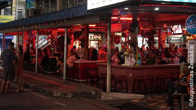 Tipiškas atviras baras, kur lūkuriuoja prostitutės, o klientai, atėję pakalbėti, gali kurią išsivesti sumokėję, be kita ko, mokestį barui 'už išsivedimą'. Tokių yra daugybėje Tailando kurortų, bet itin jie gausūs Patajoje.