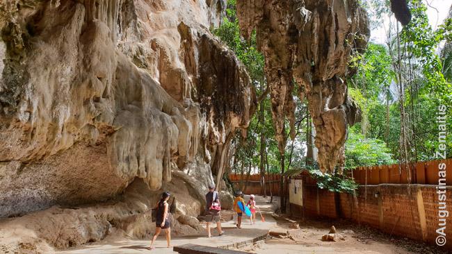 Stalagmitai ir stalagtitai Railajuje