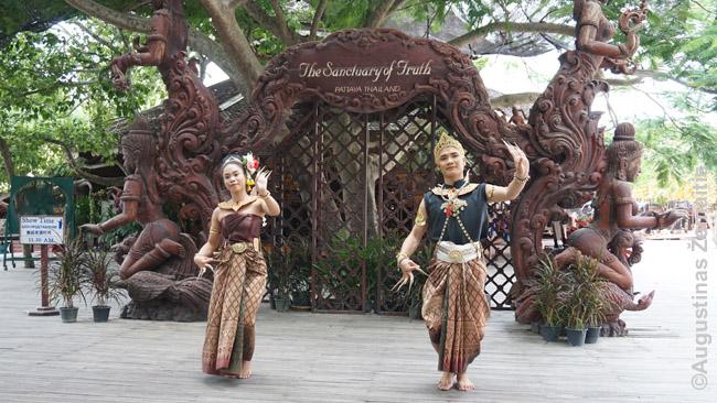 Dažname kurorte gausu tajų kultūros pristatymų - šokių, kovos menų (krabi-krabong) ir t.t.