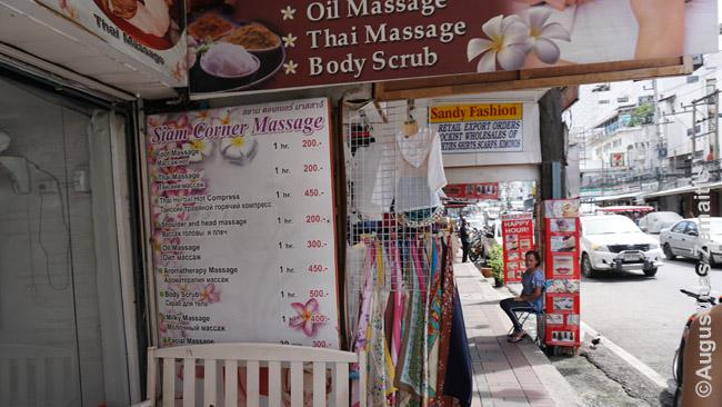 Masažų reklamos Patajoje. Prie durų sėdintys vieno masao darbuotojai paprastai - tos pačios lyties (dažniausiai moterys), tačiau tikrai nereikia galvoti, kad visos masažinės - viešnamiai