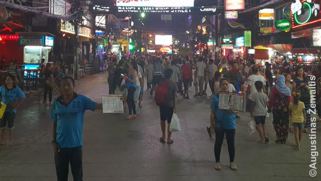 """Vienas gausybės kvieslių į ping pong šou Puketo centrinėje Banglos gatvėje. Įsidėmėkite, kad visi šou mokami, o jei sako """"nemokamas"""", bus privalomi brangūs gėrimai ir pan"""