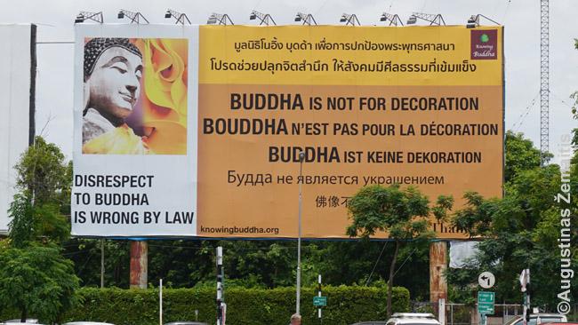 Perspėjami vakariečiams prie Čiang Majaus oro uosto, kad Buda nederėtų puošti namų ar jo tatuiruotis - tai šventas simbolis. Dėl vakariečių pomėgio Budas statyti dėl grožio netgi uždrausta iš Tailando eksportuoti Budos statulėles