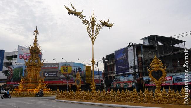 Čiang Rajaus miesto laikrodis (kairėje). Dažnas vienodas Šiaurės Tailando miestas mėgina gauti bent jau tokius akcentus