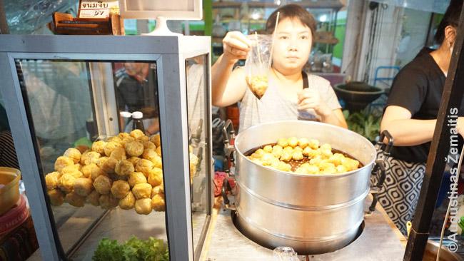Gatvės maistas Čiang Majaus šeštadienio turguje