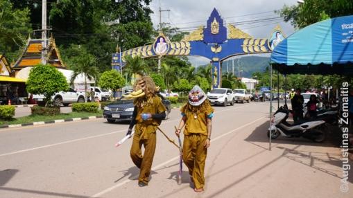 Phi Ta Kon šventės 'dvasios' eina miesteliu