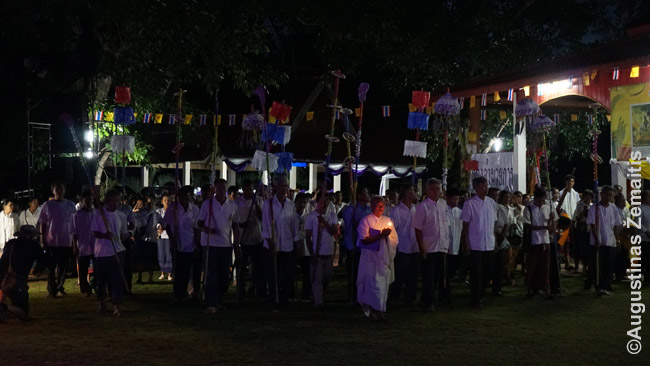Rytinė dvasios šaukimo procesija Phi Ta Khon šventėje