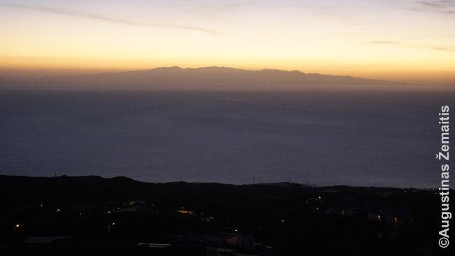 Gran Kanarija ryškėja. Ryte žvelgiant nuo Tenerifės kalnų