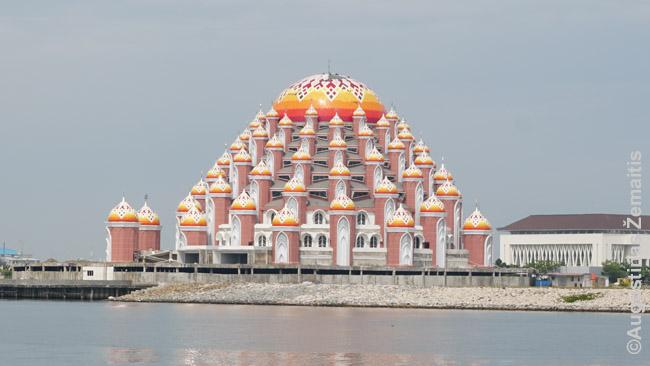 Įspūdinga statoma Makasaro naujoji mečetė