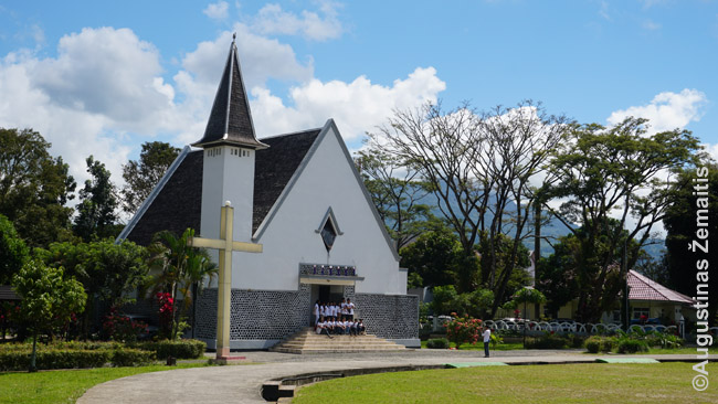 Rantepao centrinė aikštė ir bažnyčia