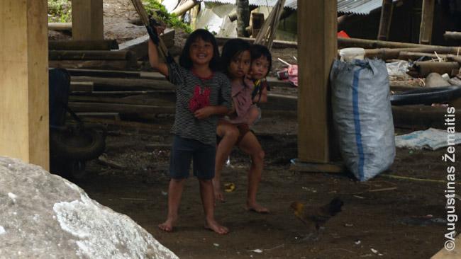 Šie vaikai pakelėje labai prašė juos nufotografuoti