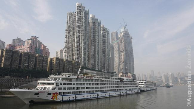 Trijų tarpeklių kruiziniai laivai laukia Čongčingo uoste