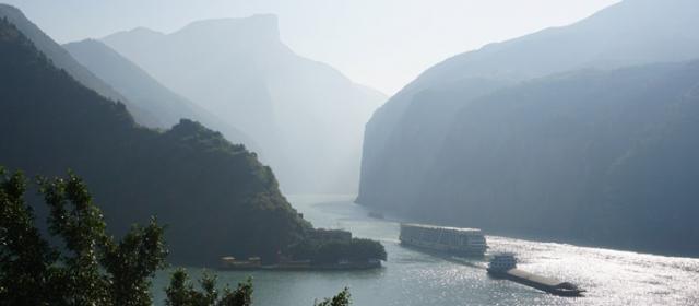 Trys tarpekliai Jangdzėje – upių kruzių karalius