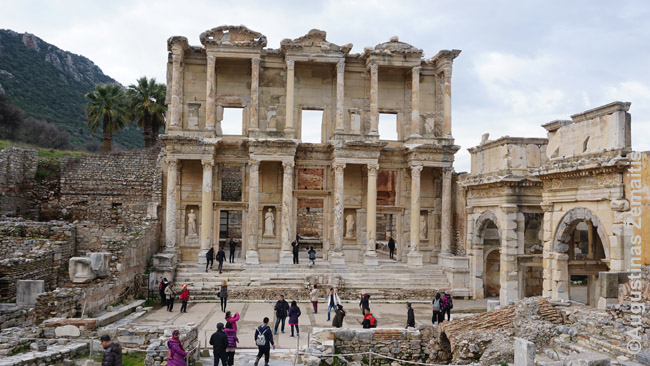 Efeso miesto, vieno penkių didžiausių Romos Imperijos miestų, biblioteka - viena didžiausių Antikiniame pasaulyje