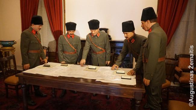 Vaškinės figūros Izmiro Atatiurko muziejuje įkūrnija karo veiksmus planuojantį Atatiurką ir jo sąjungininkus
