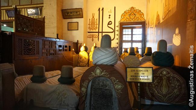 Dervišų kapai Konjoje Mevlanos muziejuje