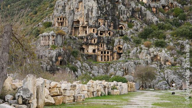 Likijos kapai uolose Myroje