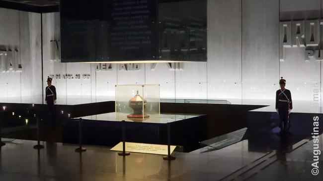 Įspūdingas nuolat garbės sargybos saugomas Artigo mauzoliejus po žeme