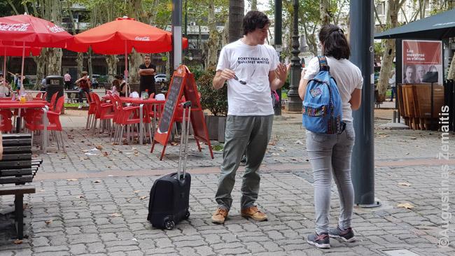 Gatvės menininkai siūlo savo kūrybą