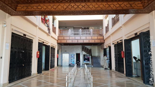 Naujai įrengtas, bet tuščias amatų centras Dachloje