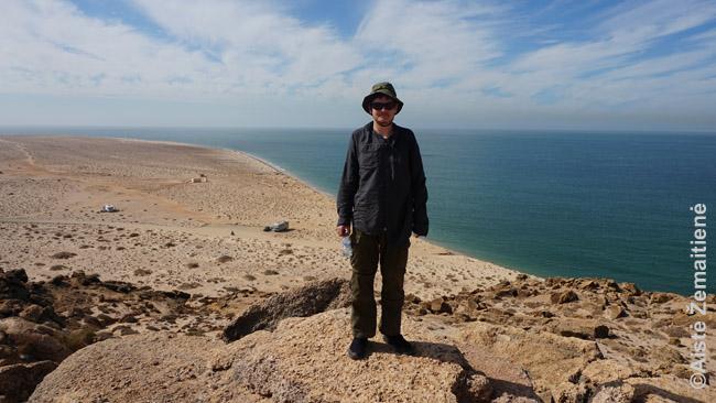 Ten, kur baigiasi Sacharos dykuma ir atsiremia į Atlanto vandenyną. Prie Dachlos.
