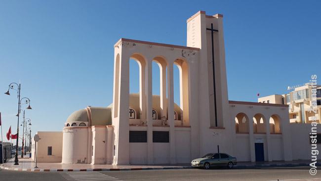 Ispanų kolonistų pastatyta bažnyčia musulmoniškoje Vakarų Sacharoje