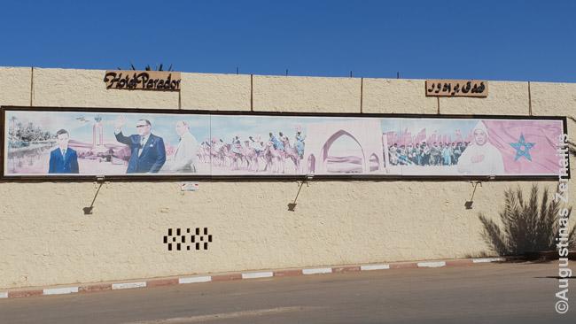 Vakarų Sacharoje gausu tokios Maroko propagandos, kur pasisakoma už taiką, rodomas taikus Vakarų Sacharos įstojimas į Maroko sudėtį, nuolankumas Maroko karaliui
